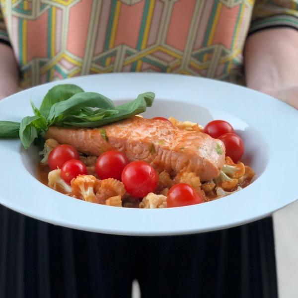 Gebakken zalm met groentenratatouille en probiotische tomaatjes